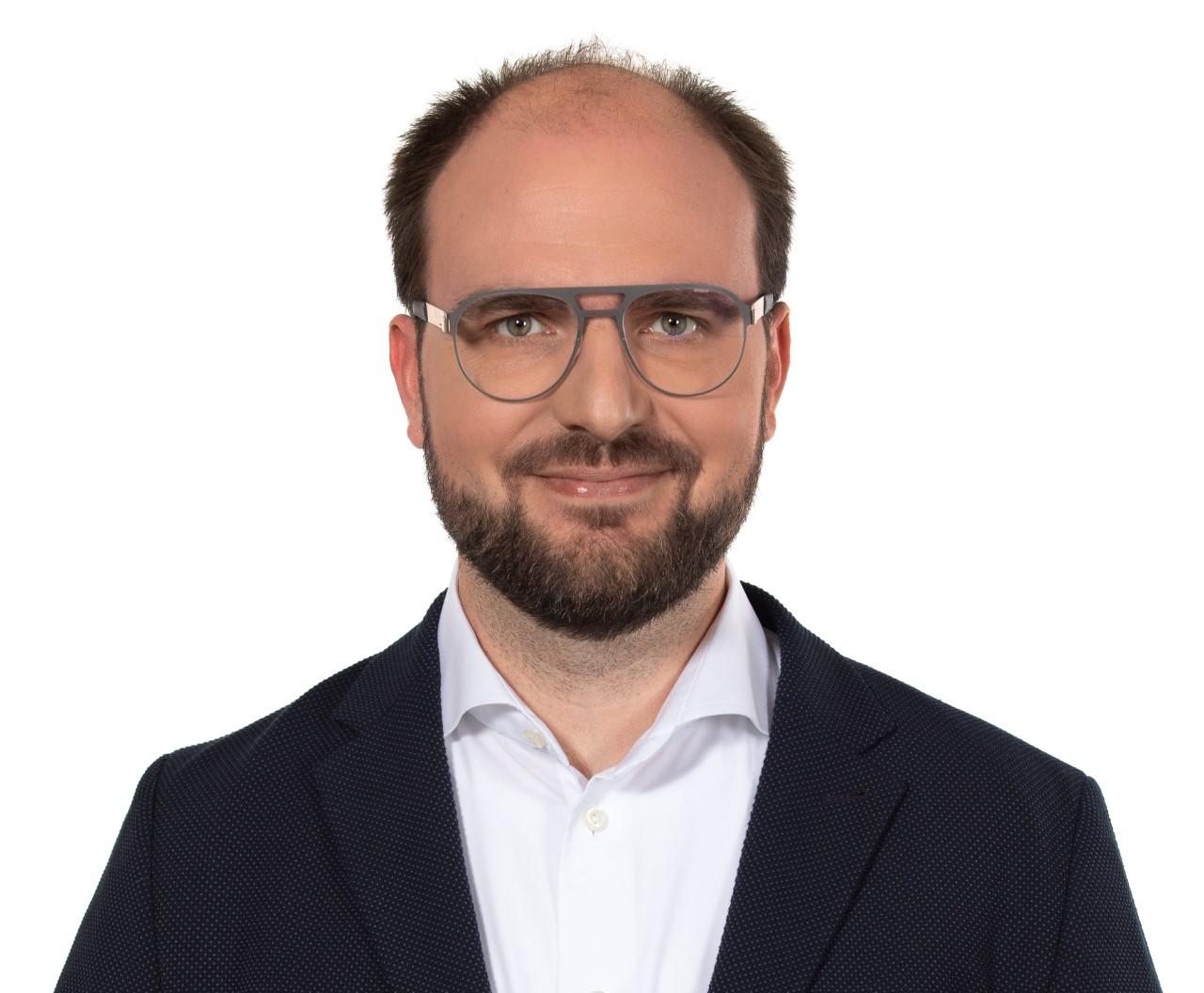 Headshot of podcast guest Ben Weissman